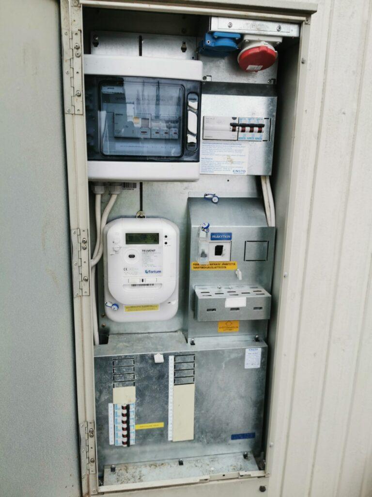 Sähkökeskus kevytasennus